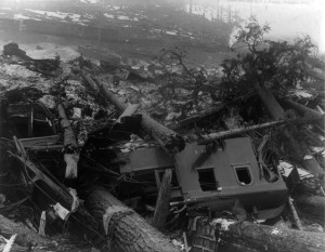 Train_wreckage_from_Wellington_WA_avalanche_cph.3b13980
